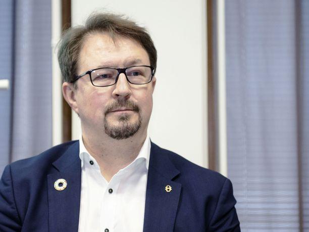 THL:n johtaja Mika Salmisen mukaan suurin riski koronatartuntojen leviämiselle ovat suomalaiset, jotka matkustavat ulkomaille.