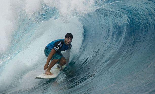Nuoren surffaajan kuolemaan johtaneista tapahtumista on liikkunut ristiriitaista tietoa.