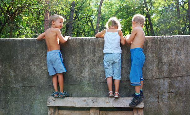 99 prosenttia kyllä/ei -kyselyyn vastanneista oli sitä mieltä, että toisen lasta voi komentaa.