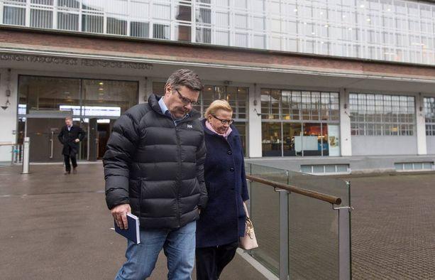 Helsingin käräjäoikeus pohtii parhaillaan vangin väitteiden painoarvoa Aarnio-vyyhdissä. Neljän viranomaisen kohdalla ne ovat jo osoittautuneet perättömiksi.