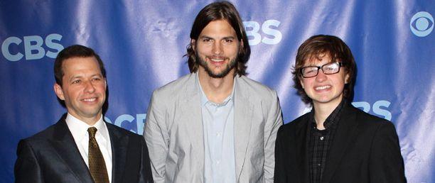 Ashton Kutcher näyttelee Miehen puolikkaat -sarjassa.