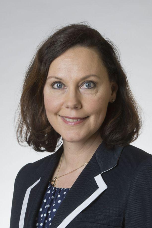 Suuren valiokunnan puheenjohtaja Anne-Mari Virolainen (kok) on puhemiespelissä vahvoilla.