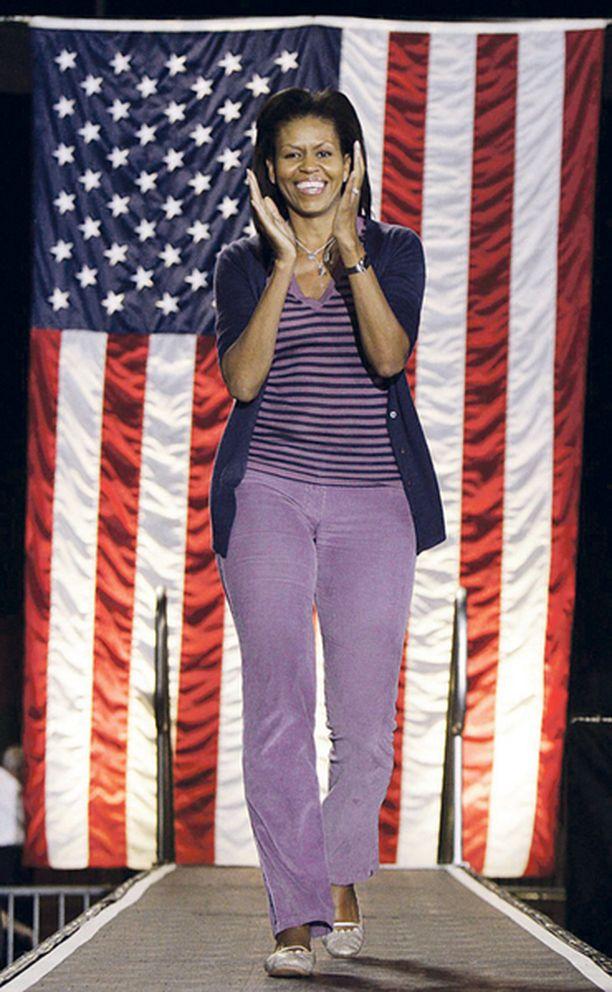 MAANLÄHEISTÄ Kuin kuka tahansa uraäiti. Marraskuussa Michelle esiityi samettifarkuissa ja neuleessa.