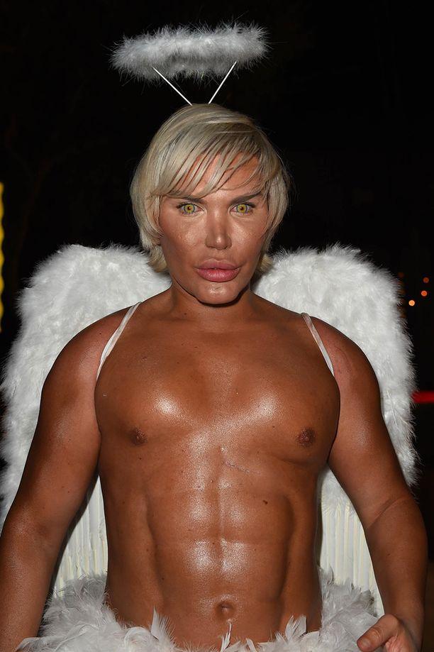 Tämä enkeli on aika ruskea - ja alaston.