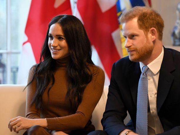 Prinssi Harry ja herttuatar Meghan kertoivat viime viikolla Instagramissa julkaisemassa tiedotteessa aikovansa jatkossa olla taloudellisesti riippumattomia hovista ja vetäytyvänsä roolistaan kuningashuoneessa.