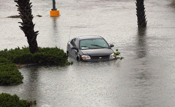 Tulvat ovat seurausta Harvey-myrskystä, joka iskeytyi hurrikaanina Texasin rannikolle viikonloppuna.