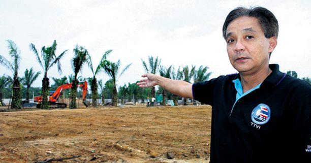 Thaimaalaiset rakensivat Takua Pan temppelin viereen tsunamihautausmaan, jonne on säilötty liki 400 vielä tunnistamatonta vainajaa.