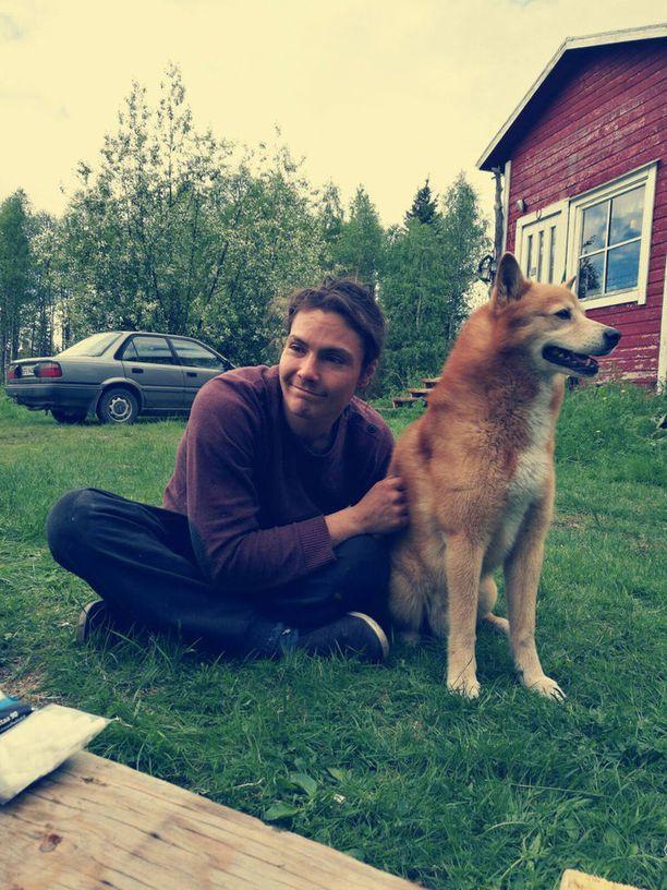 Nykyään Niko Leppänen asuu luonnonläheisesti pienessä sähköttömässä mökissä Rovaniemen ulkopuolella.