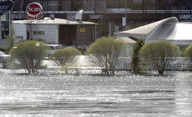 Tällä tavoin Tornionjoki tulvi vuonna 2007. Arkistokuva.