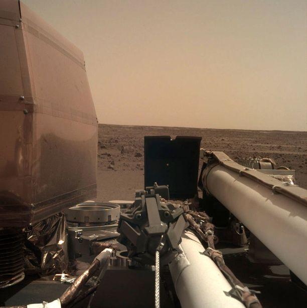 Uusi luotain InSight on ollut Marsissa runsaan viikon. Tieteellisiä tuloksia vasta odotellaan.