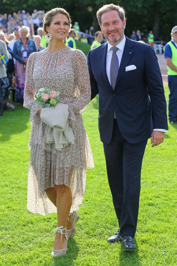 Prinsessa Madeleinen ja Chris O'Neillin liitto näytti ainakin heinäkuussa voivan hyvin. Chris innostui tuolloin väläyttämään hymyään, ja kuukautta myöhemmin syykin selvisi: parille on tulossa kolmas lapsi.