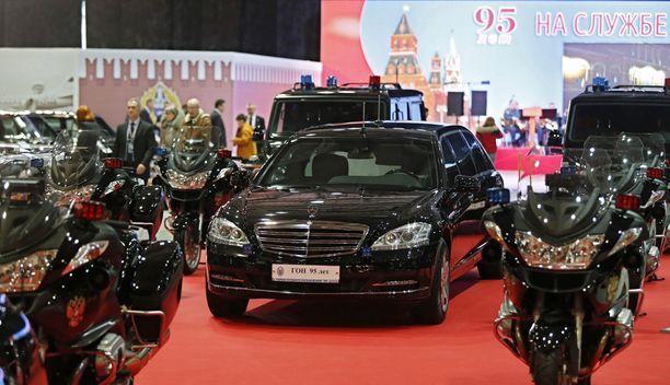 Putinin autosaattue.