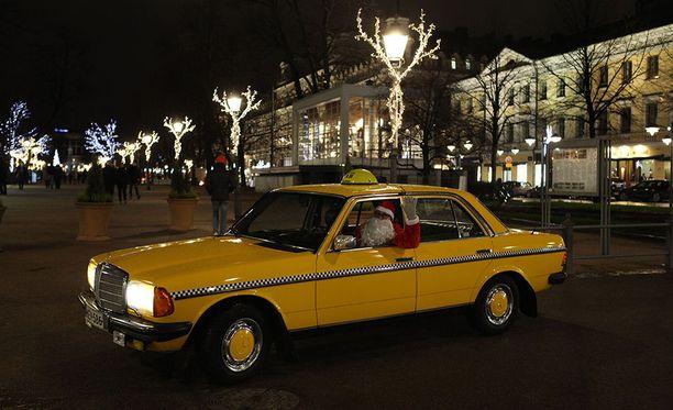 Museorekisteröidyllä henkilöautolla saa ajaa taksikeikkaa kuka tahansa, myös joulupukki.