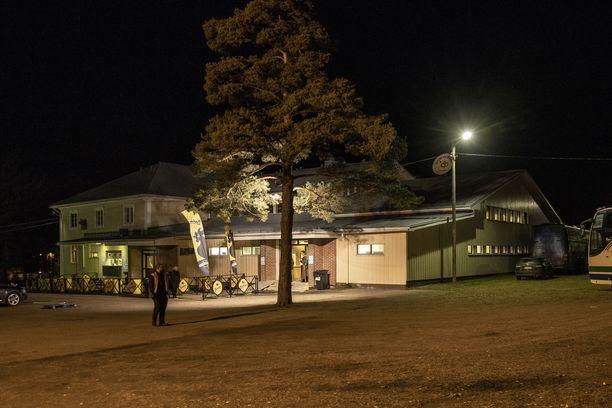 Keltainen puutalo Köyliössä on tarjonnut esiintymislavan myös monelle maailmantähdelle.