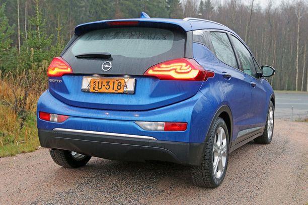 Takapään muotoilu on ihan perus-Opelia.