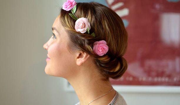 Trendikäs kukkaseppele sopii kesän festareille ja juhliin.