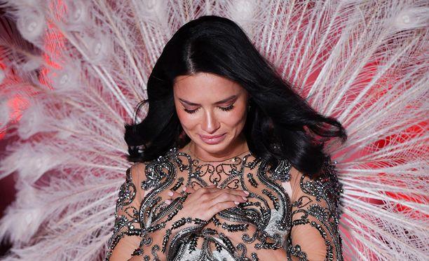 Adriana Lima jätti haikeat jäähyväiset Victoria's Secret -alusvaatemerkin mallina.