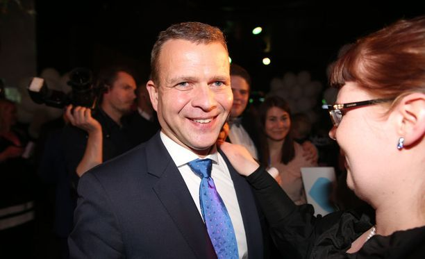 Kokoomuksen puheenjohtaja Petteri Orpolla oli syytä hymyyn sunnuntaina, sillä hän johdatti puolueensa jälleen maan suurimmaksi kuntapuolueeksi.