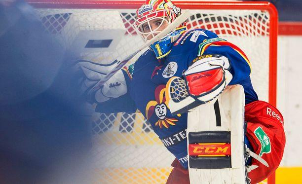 Henrik Karlsson joutui antautumaan kahdesti avauserässä.