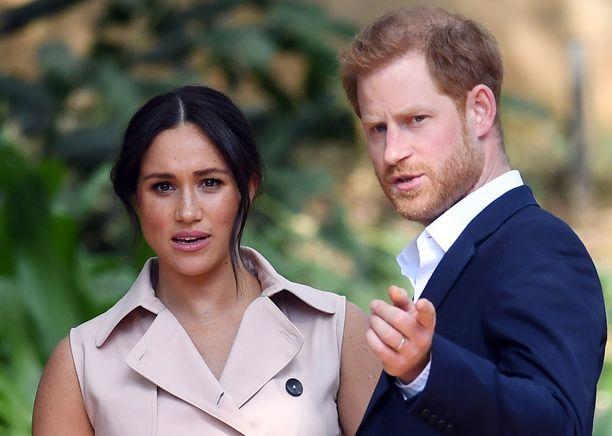 Meghanin väitetään käyttävän kuninkaallisia keinoja herttuaparin uudessa podcastissa.
