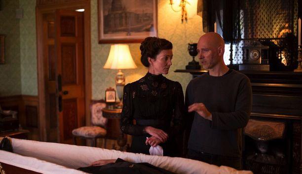 Louhimies antaa ohjeita jättisuositusta Game of Thrones -sarjasta tutulle näyttelijä Michelle Fairleylle.