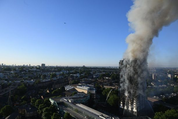Palo alkoi neljännen kerroksen asunnon viallisesta jääkaappipakastimesta 14. kesäkuuta yhdeltä aamuyöllä.
