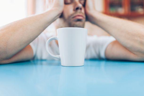 Krapulaista oloa voi yrittää parannella juomalla riittävästi vettä, sokeripitoinen juoma voi tuntua erityisen hyvältä.