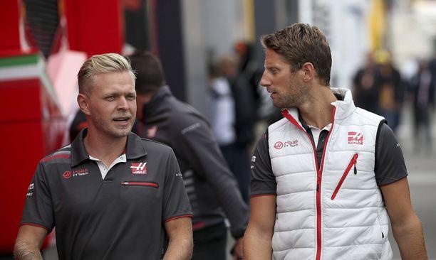 Kevin Magnussen (vas.) ja Romain Grosjean jatkavat Haas-tallissa myös 2019.