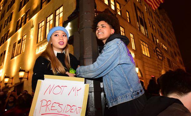 Protestimarsseja on suunnitteilla Yhdysvalloissa myös viikonlopuksi. Kuva New Yorkin protestista.