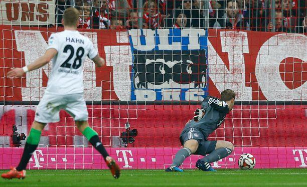 Manuel Neuer antautui etenkin Mönchengladbachin avausmaalissa helposti.