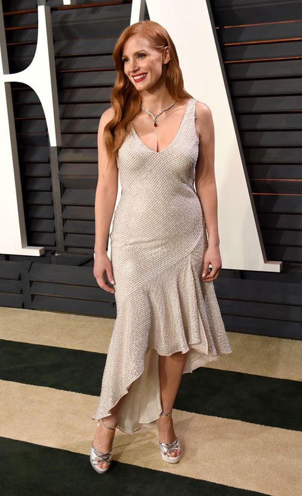 Jessica pukeutui Oscareissa H&M:n mekkoon.