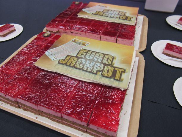 Suomessa saatiin taas syy Eurojackpot-kakkukahveille, kun suurin mahdollinen päävoitto, eli 90 miljoonan euron jättipotti.