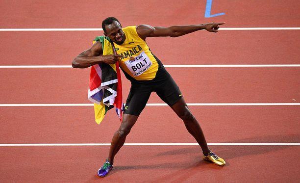 Usain Bolt esitteli tutun tuuletuksensa 100 metrin MM-finaalin jälkeen lauantai-iltana Lontoossa.