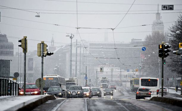 Huonoa ajokeliä on odotettavissa osassa Suomea lumisateen vuoksi.