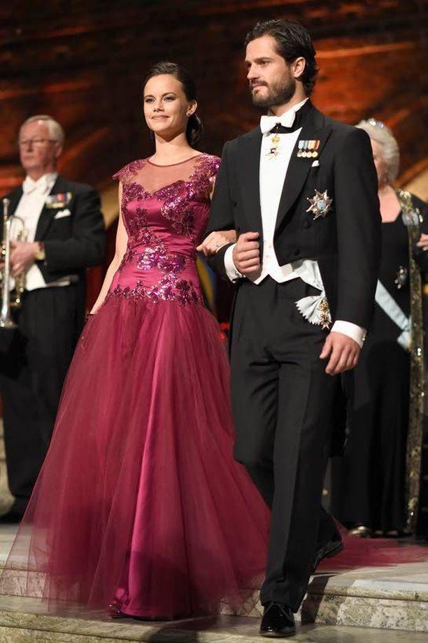 Carl Philip sai Tukholman Nobel-illassa joulukuussa 2014 viereensä upean naisen. Häitä juhlitaan lauantaina 13. kesäkuuta.