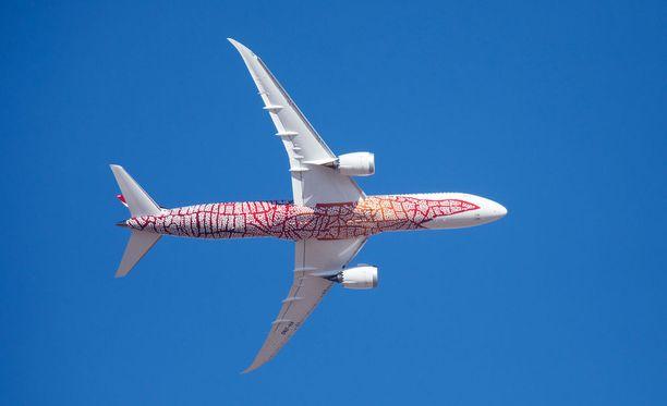 Perthin ja Lontoon välillä lentoyhtiö Qantas käyttää Boeing 787-9 Dreamliner -lentokonetta.