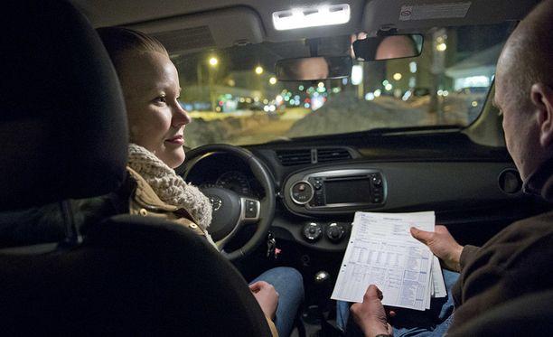 Henkilöauton ajamiseen oikeuttavan B-ajokortin suoritti vuonna 2016 8 prosenttia edellisvuotta vähemmän.
