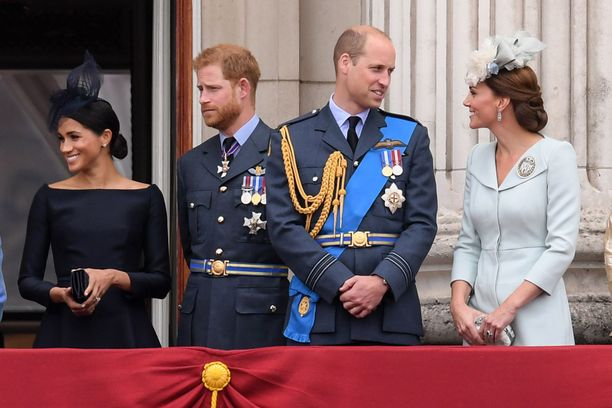 Prinssit William ja Harry aikovat jakaa asuttamansa Kensingtonin palatsin kahteen.