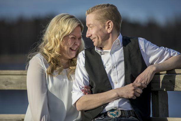 Simo Silmu ja Päivi Räisänen menivät naimisiin toukokuussa 2017.