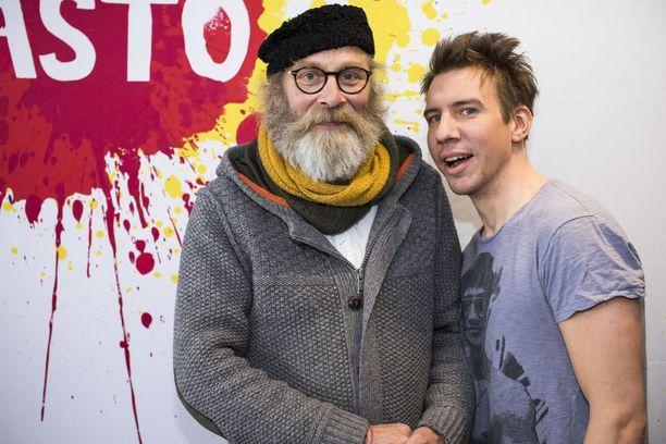 Vesa Vierikko kurittaa Jylhäkorpena Aku Hirviniemen näyttelemää Ranista. - Kaikki nämä hahmot tässä elokuvassa on selviytyjä-tyyppejä, kukin omalla tavallaan, Vierikko analysoi.