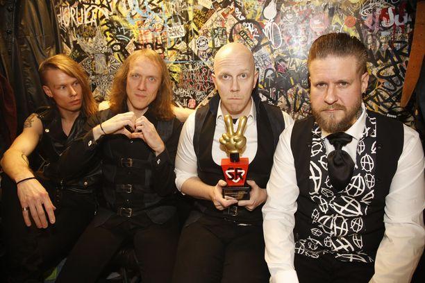 Apulanta palkittiin Vuoden SuomiRock-artisti -palkinnolla.