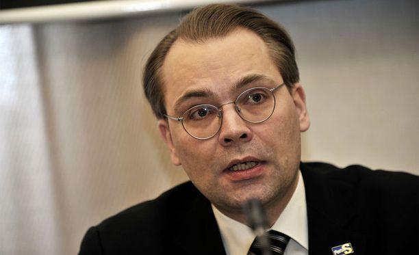 Jussi Niinistön mielestä Suomen on osattava ottaa oppia Ukrainan tapahtumista. - Ukraina opettaa meille, että perinteinen voimankäyttö on edelleen mahdollista politiikan jatkeena. On aika laittaa Suomen maanpuolustus kuntoon.
