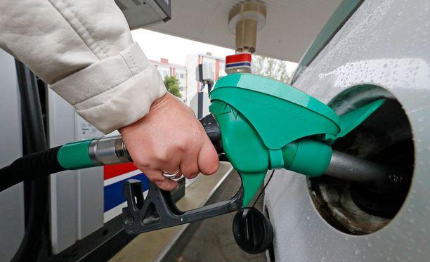 95-oktaanisen bensan hinta oli tämän kuun puolivälissä keskimäärin 1,46 euroa litralta.