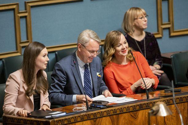 Hallituksella on vielä tiukka paikka työllisyyskeinojen valinnassa. Vasemmalta Sanna Marin (sd), Pekka Haavisto (vihr), Katri Kulmuni (kesk) ja Aino-Kaisa Pekonen (vas).