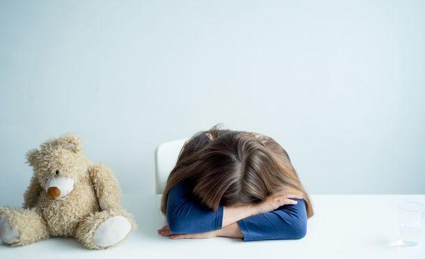 Psykoosilääkkeitä on monissa maissa, myös Suomessa, alettu määrätä yhä nuoremmille lapsille ja yhä useammin muuhun kuin psykoottiseen oireiluun. Kuvituskuva.