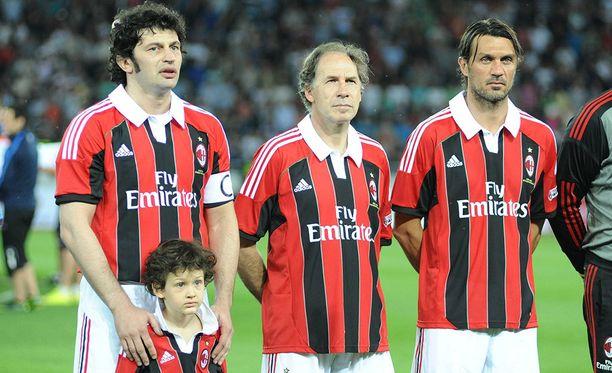 Kaladze (vas.) on ollut tuttu näky AC Milanin legendojen otteluissa. Kuvassa myös Franco Baresi (kesk.) ja Paolo Maldini.