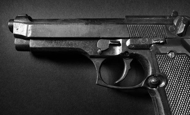 Amerikkalaispoika ampui isänsä pistoolilla. Kuvituskuva.
