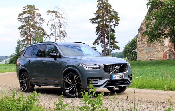 Liki viisimetrinen Volvo XC90 on ylvään näköinen ajopeli.,