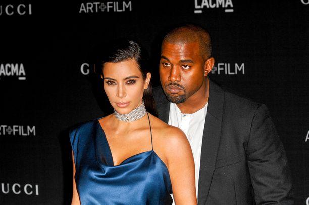 Kim Kardashian ja Kanye West poistuvat harvoin kotoaan ilman turvamiehiä.