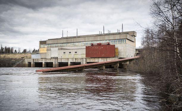 Vesivoimaloiden vaikutus vaelluskalakantoihin on ollut kuuma puheenaihe mm. Kemijoella. Valtio omistaa suurimman osan voimayhtiö Kemijoki Oy:stä, joka on padonnut joen.